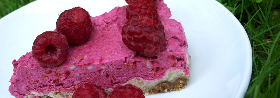 Raw Raspberry Frozen Cheesecake