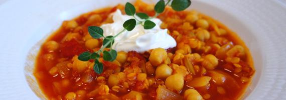Kikärtssoppa med tomat, linser och saffran