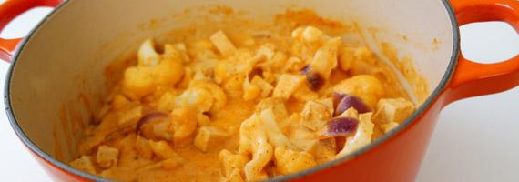 Tofugryta med kokosmjölk och curry
